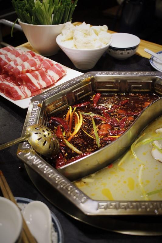 La fondue sichuanaise tout en contraste, avec un petit air de ying et de yang !