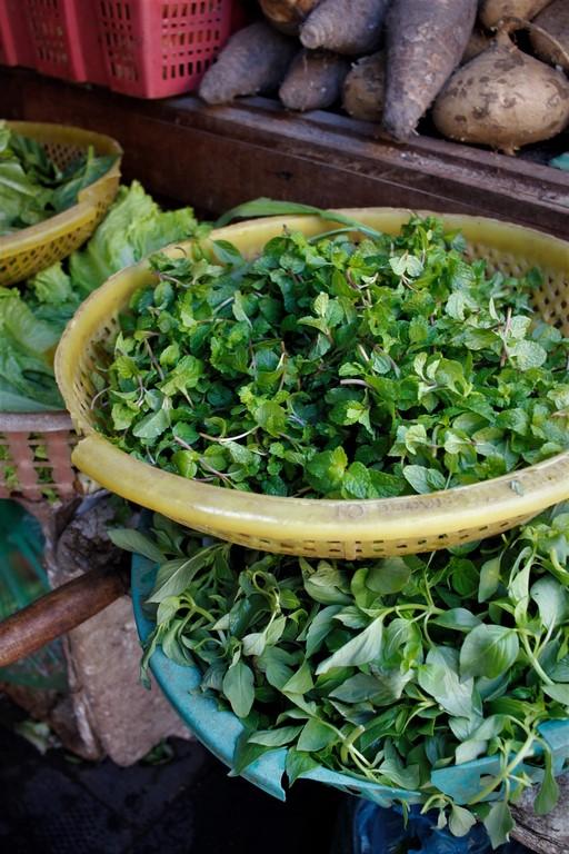 S'il n'y avait qu'une chose à retenir du Vietnam, c'est la quantité généreuse d'herbes fraiches omniprésente dans la cuisine. Miam !